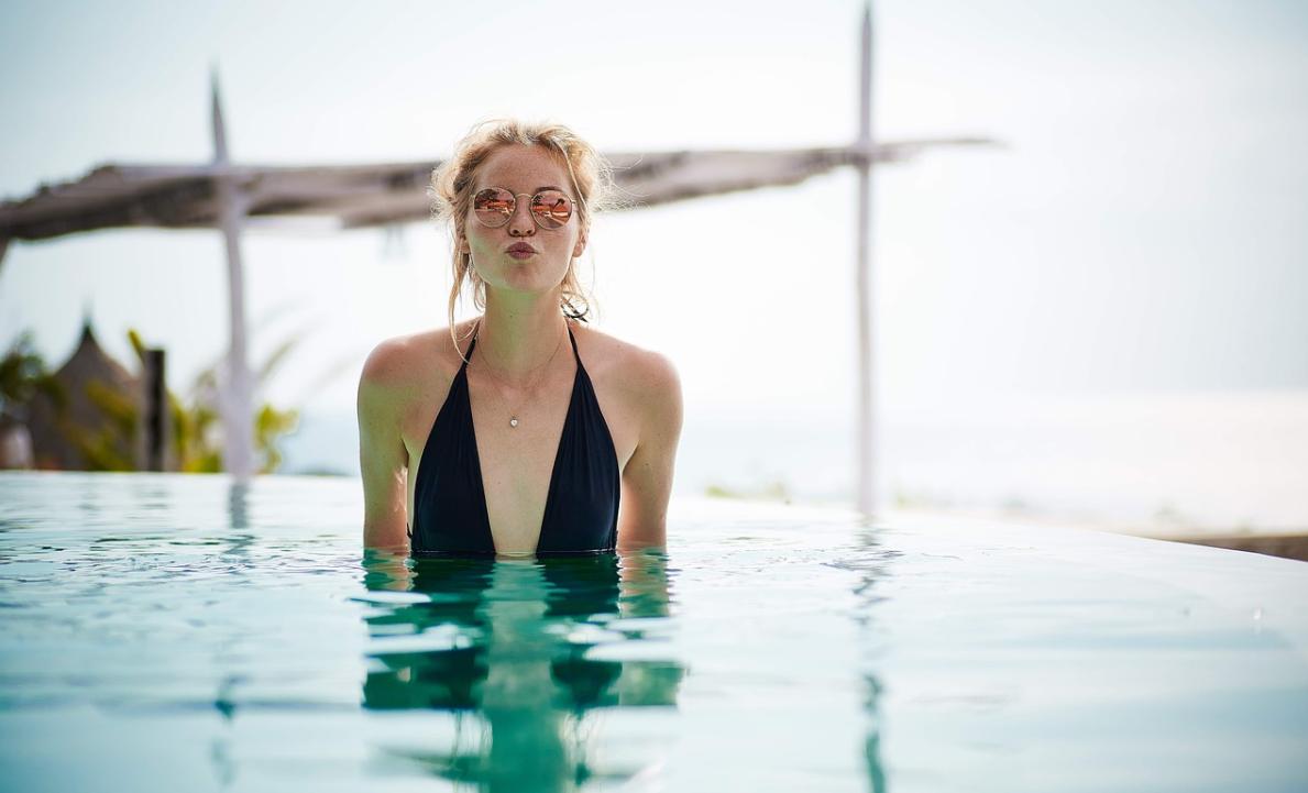 žena a bazé