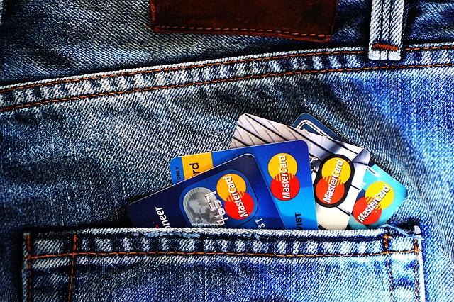 kapsa s kreditními kartami