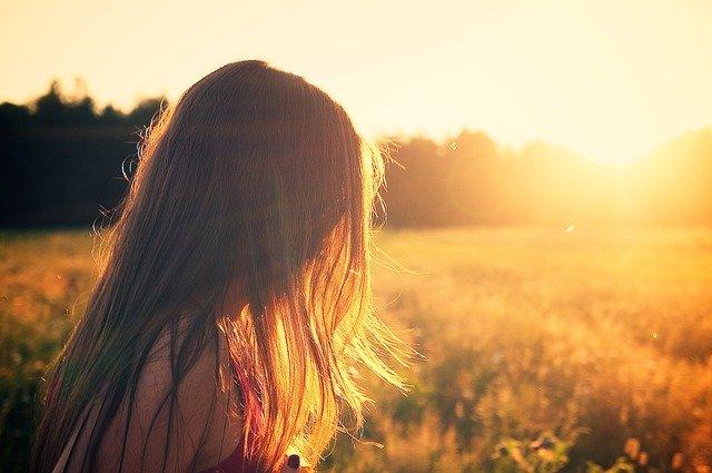 Žena na letním slunci