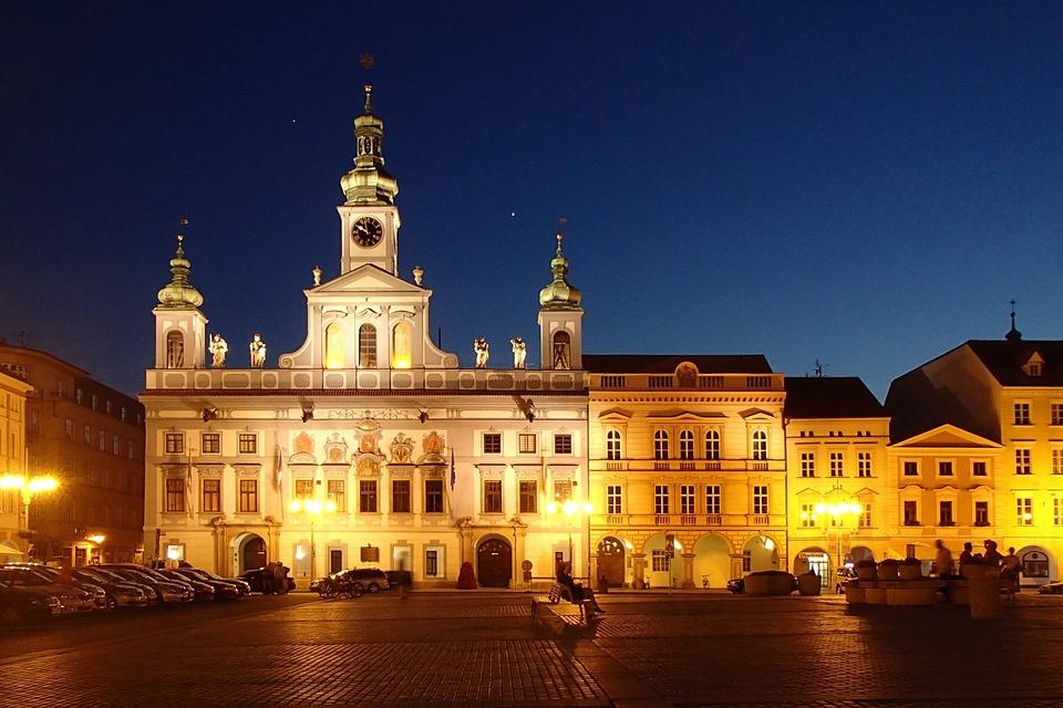 osvětlená radnice
