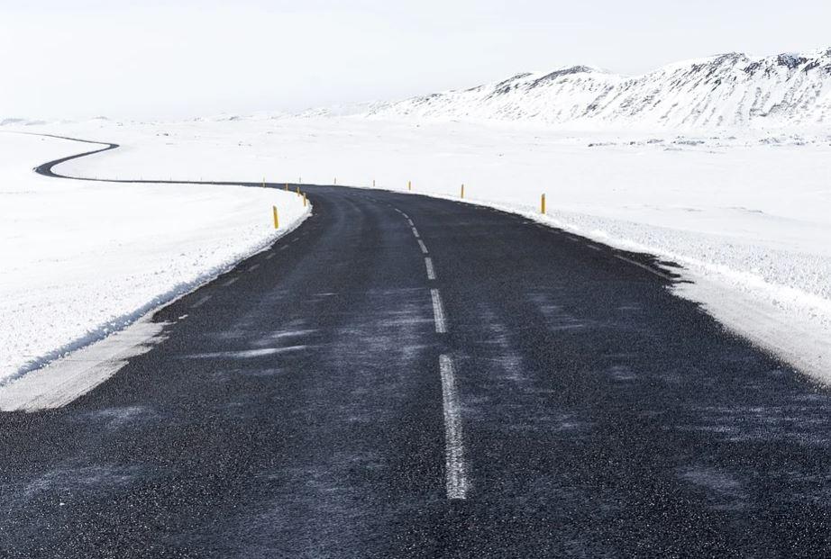 udržovaná silnice v zimě